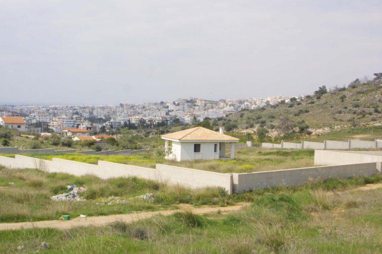 Τρίκαλα: Δύο γείτονες μάλωναν για το ποιος θα καθαρίσει ξένο οικόπεδο!   Newsit.gr