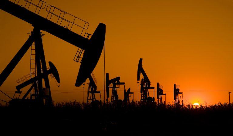 Κάτω από τα 65 δολλάρια η τιμή του αργού πετρελαίου | Newsit.gr
