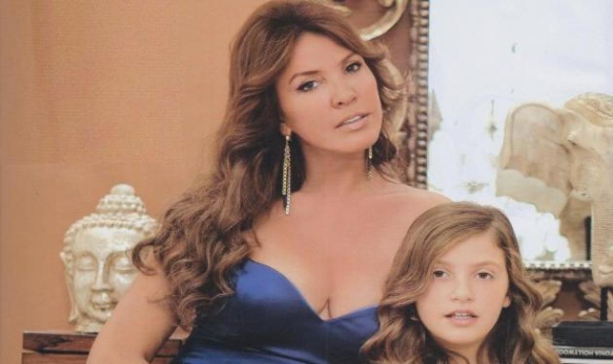 Οι Έλληνες celebrities φωτογραφίζονται στα σπίτια τους με αφορμή την επέτειο του ΟΚ! | Newsit.gr