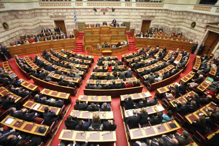 Πρόκληση χωρίς τέλος – Ανέγγιχτοι οι 16 μισθοί των υπαλλήλων της Βουλής | Newsit.gr