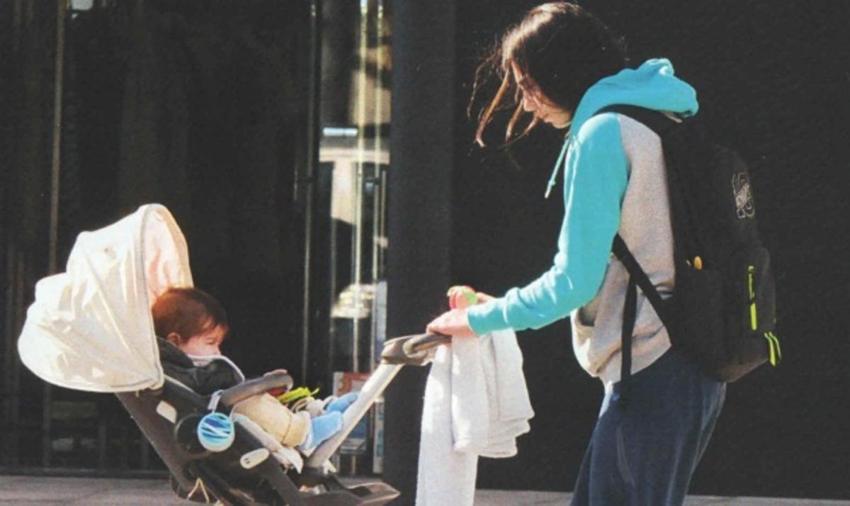 Ολ. Χοψονίδου: Πρωινή βόλτα με το γιο της! | Newsit.gr