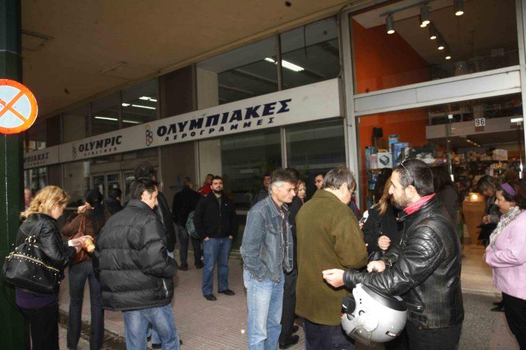Έξω από τη Βουλή η συμβασιούχοι της ΟΑ | Newsit.gr