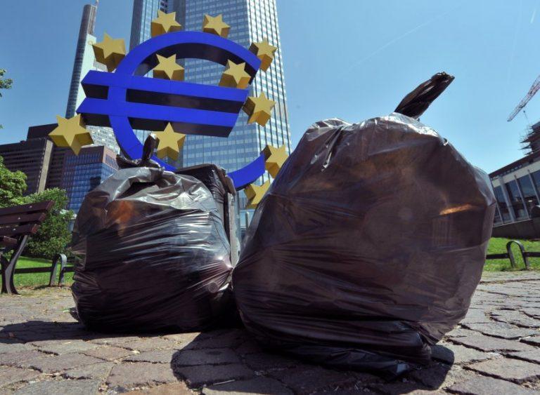 Τρομακτικές για το μέλλον του ευρώ οι αναλήψεις των ξένων κεφαλαίων | Newsit.gr