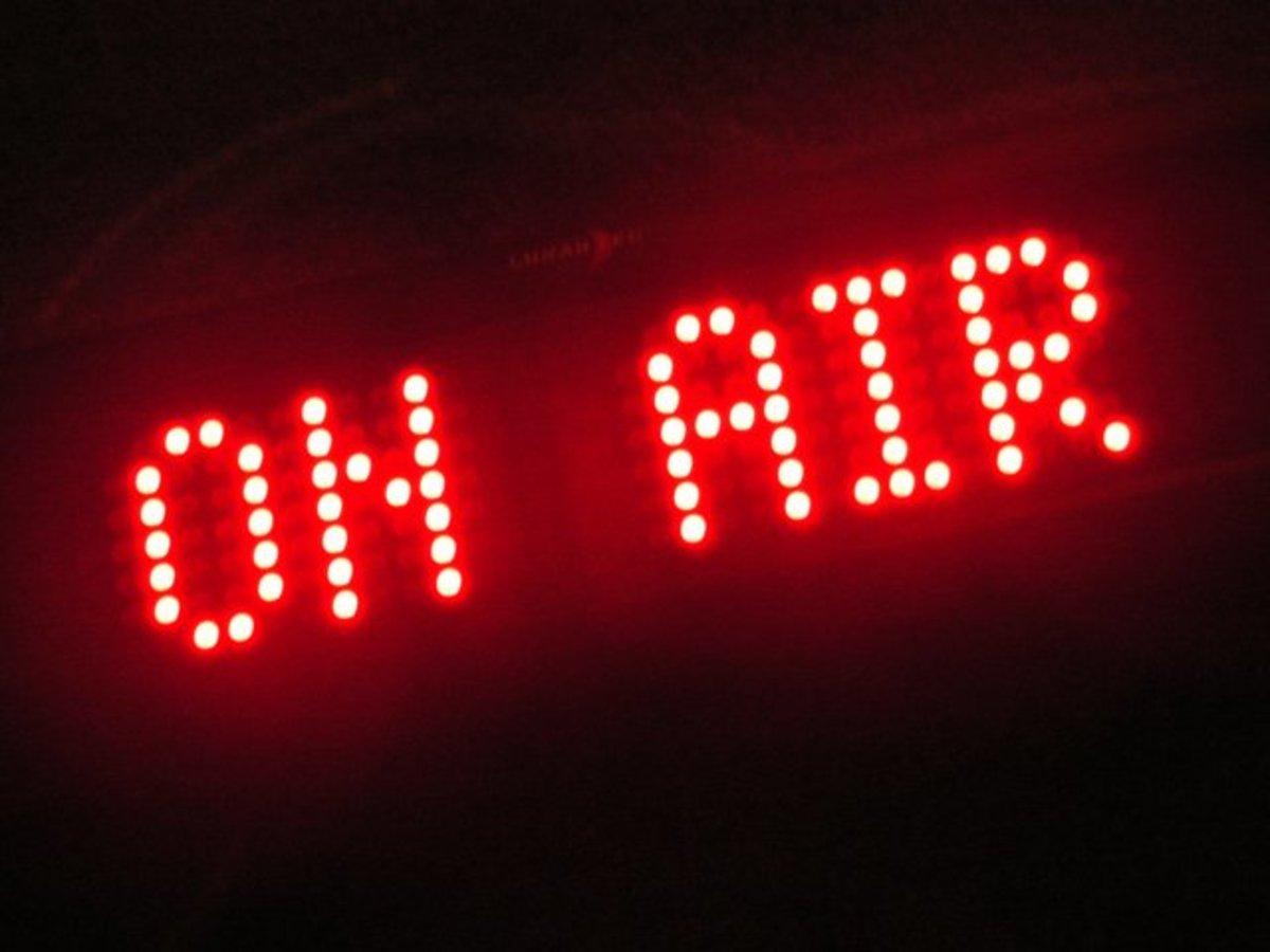 Aντιεξουσιαστές κατέλαβαν τον ραδιοφωνικό σταθμό Real | Newsit.gr