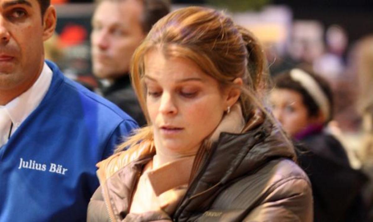 Α. Ωνάση: Κυκλοφορεί με κολάρο μετά το ατύχημα! Φωτογραφίες | Newsit.gr