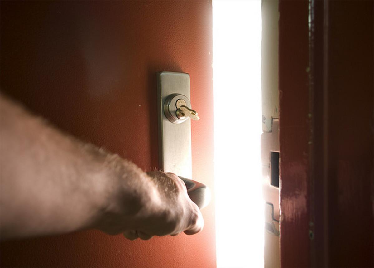 Κάρυστος: Άνοιξε την πόρτα και είδε τη γυναίκα του νεκρή | Newsit.gr