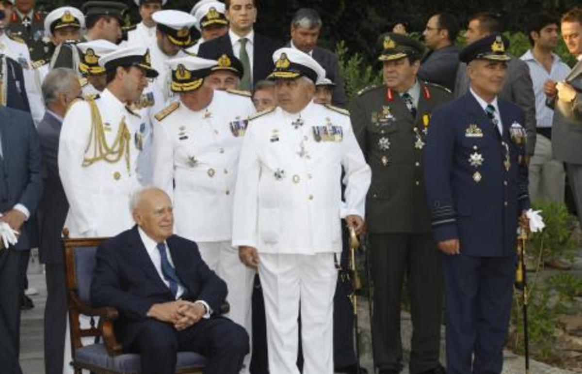 «Πραξικόπημα»…οπερέτα! Αποστράτευσαν τους «ύποπτους» Αρχηγούς και τους έκαναν Υπουργούς; | Newsit.gr