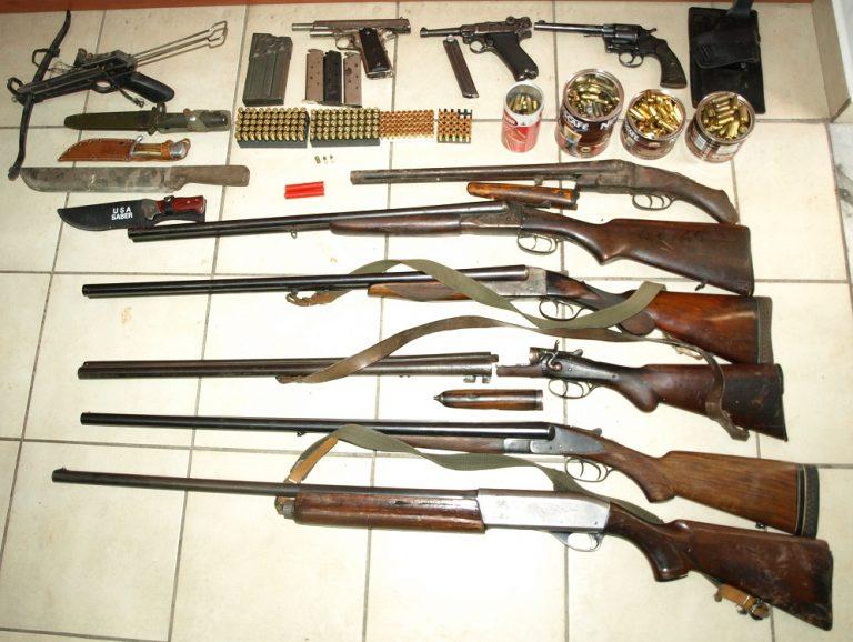 Λακωνία: Είχε ολόκληρο οπλοστάσιο στην αυλή του! | Newsit.gr