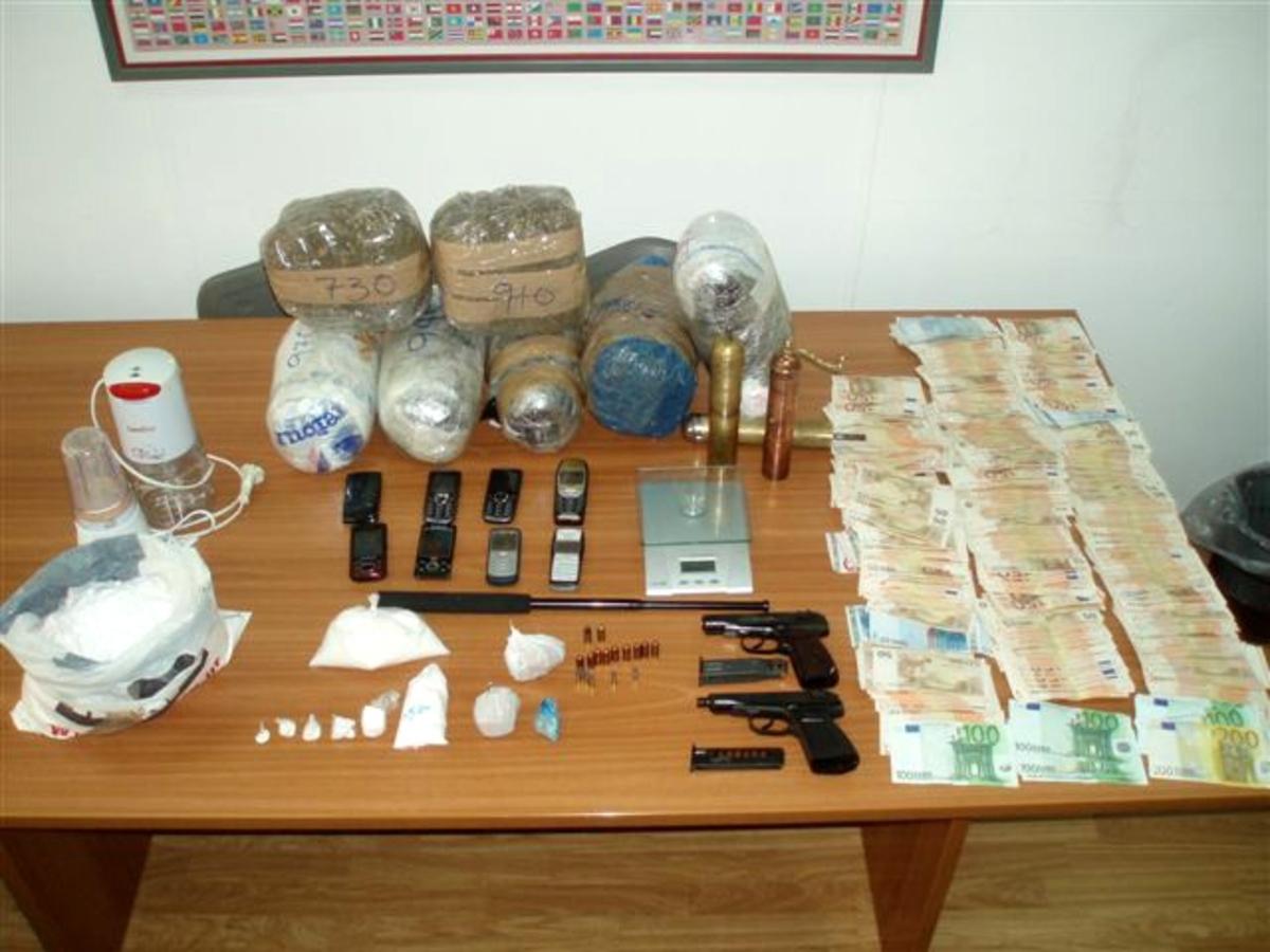 «Μπουμπούκια» με ηρωίνη, χασίς και όπλα! | Newsit.gr