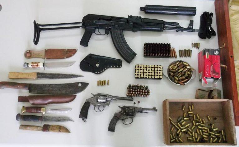 Σπίτι… οπλοστάσιο στη Μάνη – Με χειροπέδες ο 45χρονος ιδιοκτήτης | Newsit.gr