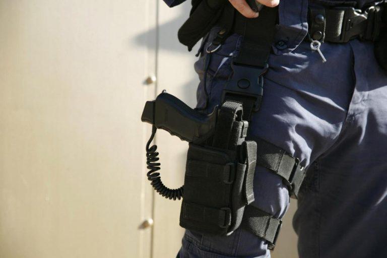 Λάρισα: Εξηγήσεις για τον αστυνομικό που «τράβηξε» όπλο σε μαθητές | Newsit.gr