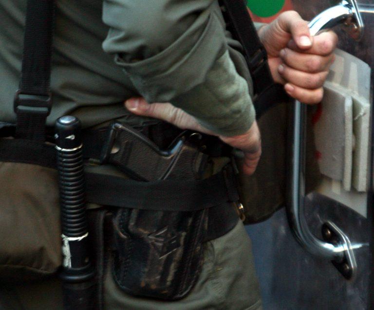 Θεσσαλονίκη: Προσπάθησε να αρπάξει το όπλο αστυνομικού   Newsit.gr