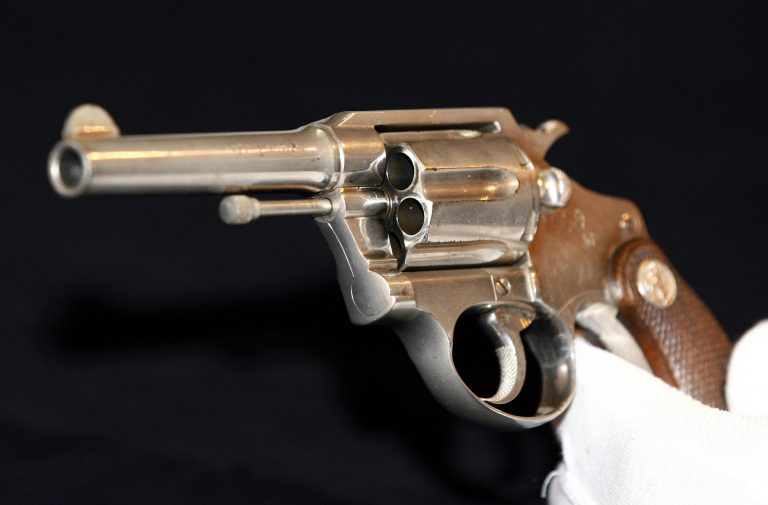 Ηράκλειο: Ένα όπλο κειμήλιο παραλίγο να της στοιχίσει τη ζωή | Newsit.gr