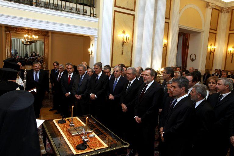 Καθυστέρησε η ορκωμοσία – Δεν είχαν τυπωθεί πάπυροι – ΦΩΤΟ | Newsit.gr
