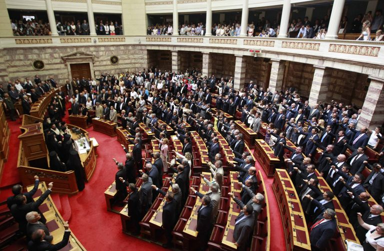 Οι απόντες, οι κεφάτοι και τα απρόοπτα – Όσα έγιναν στην ορκωμοσία της νέας Βουλής | Newsit.gr