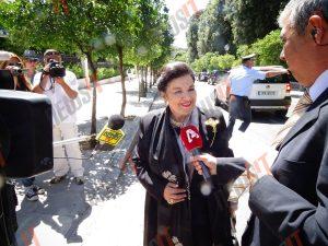 Με ταξί στην ορκωμοσία η Μαρίνα Λαμπράκη Πλάκα