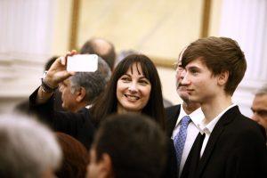 """Ορκωμοσία νέας κυβέρνησης: Selfies, χαμόγελα και """"εισβολές""""! [pics]"""