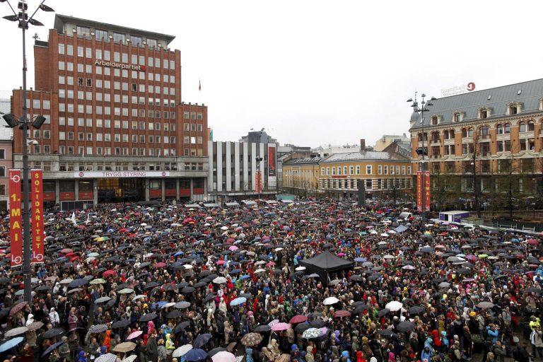 40.000 Νορβηγοί χάρισαν στον Μπρέιβκ το τραγούδι που μισεί   Newsit.gr