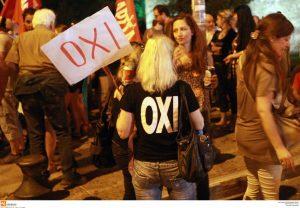 Ο ΣΥΡΙΖΑ αυτοτρολάρεται: Ένας χρόνος από το μεγαλειώδες ΟΧΙ του ελληνικού λαού