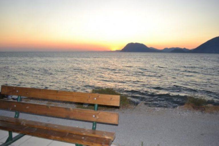 Πάτρα: Παγκάκια στην παραλία με θέα… το δρόμο! | Newsit.gr