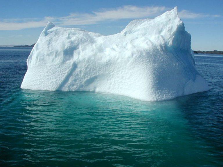 Παγόβουνο στο μέγεθος του Παρισιού αποκολλήθηκε από τη Γροιλανδία | Newsit.gr