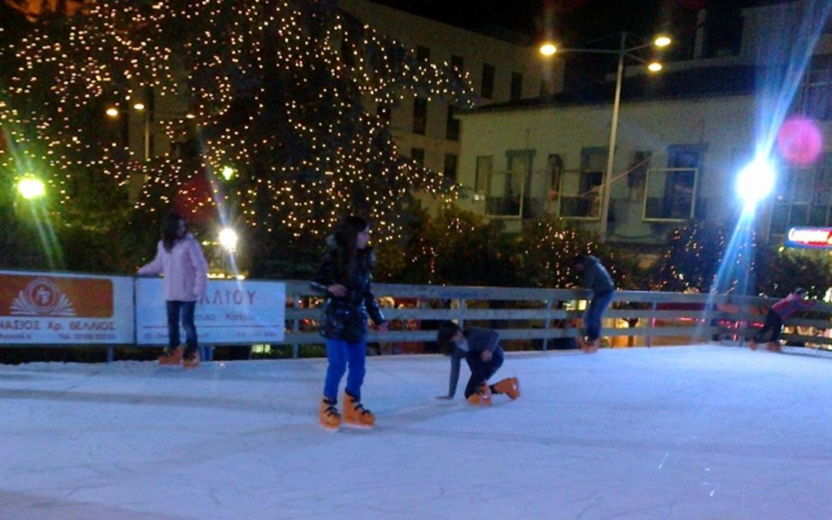 Λαμία: Παγοδρόμιο, καρουζέλ και Χριστουγεννιάτικες εκδηλώσεις (φωτό και video) | Newsit.gr