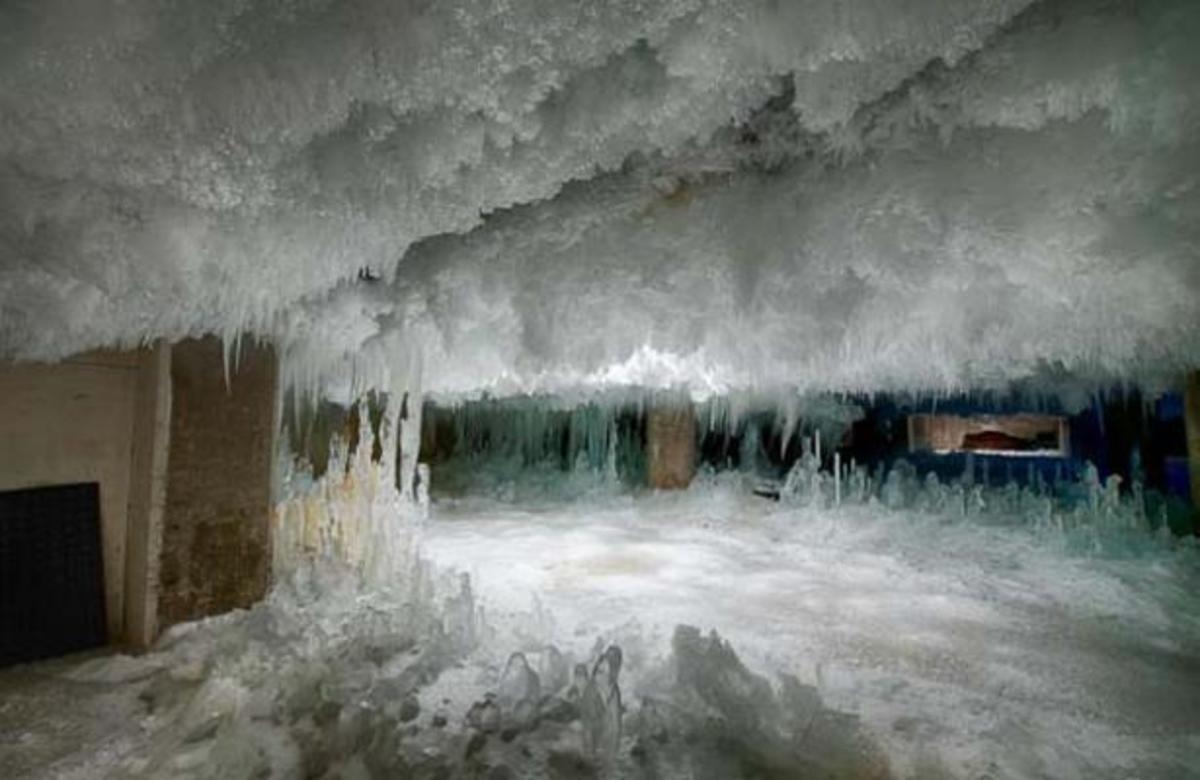 ΑΠΙΣΤΕΥΤΟ!Μέσα στον πάγο ολόκληρο κτήριο! ΒΙΝΤΕΟ   Newsit.gr