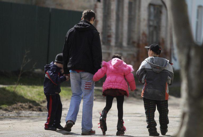 Ζητά ακύρωση της υιοθεσίας γιατί το παιδί είναι αυτιστικό | Newsit.gr