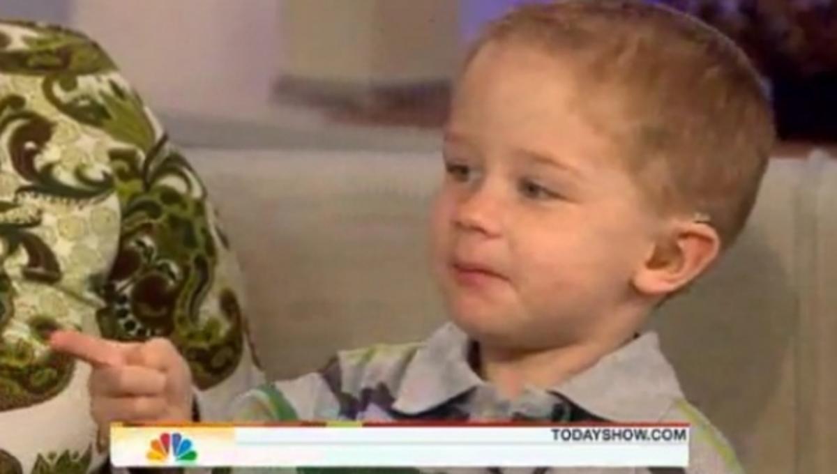 Δείτε το παιδάκι που οι μύες του γίνονται κόκκαλα | Newsit.gr