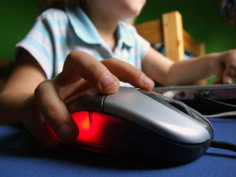 Η διγλωσσία βοηθά στη συγκέντρωση των παιδιών   Newsit.gr