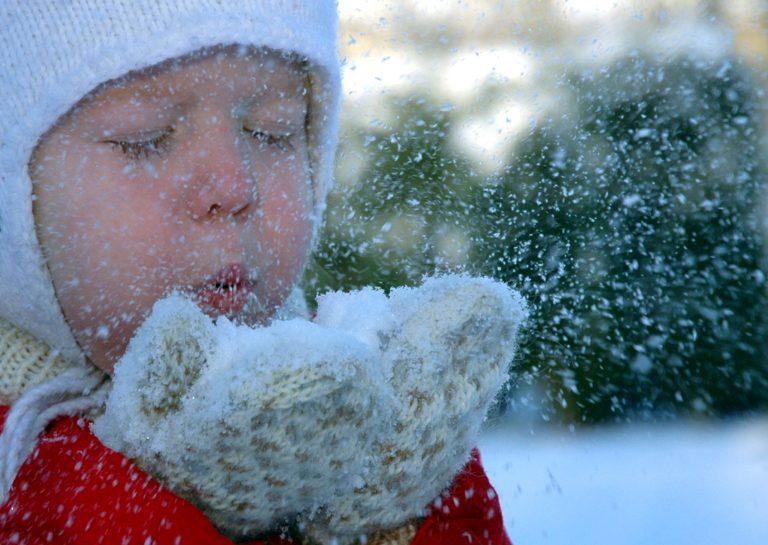 Πως να ντύνετε τα παιδάκια όταν κάνει κρύο | Newsit.gr