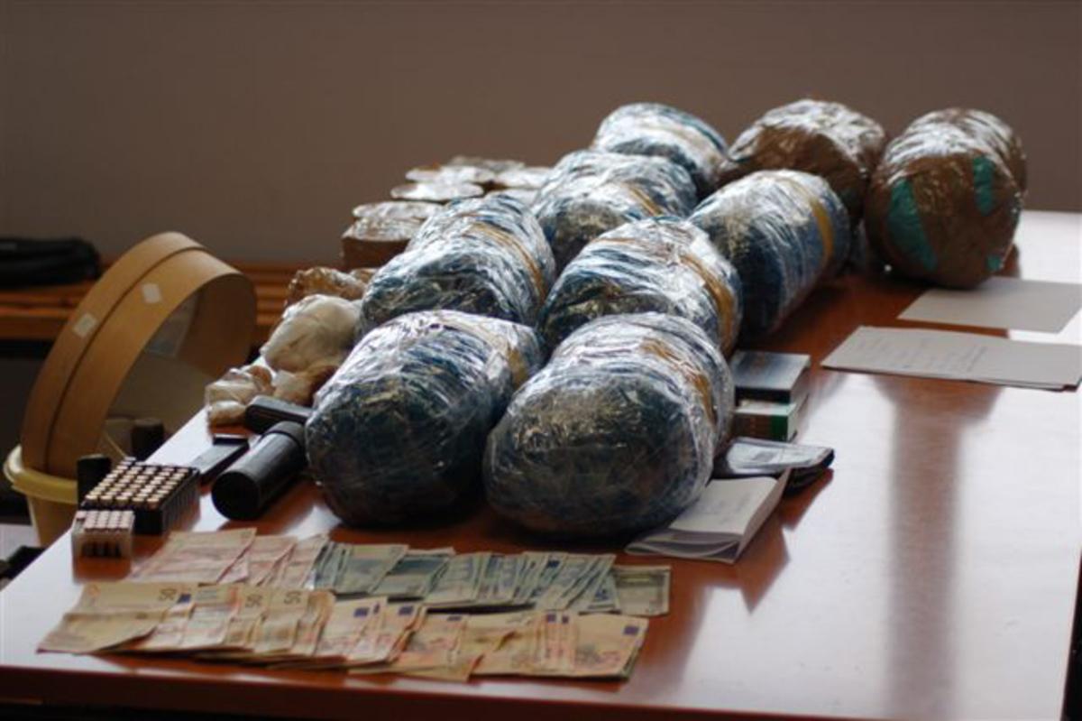 Κορινθία: Έπιασαν έμπορο και χρήστη ναρκωτικών | Newsit.gr