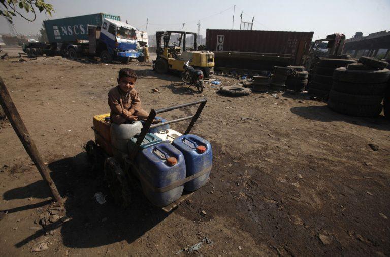 25.000 οι εκτοπισμένοι του Πακιστάν | Newsit.gr