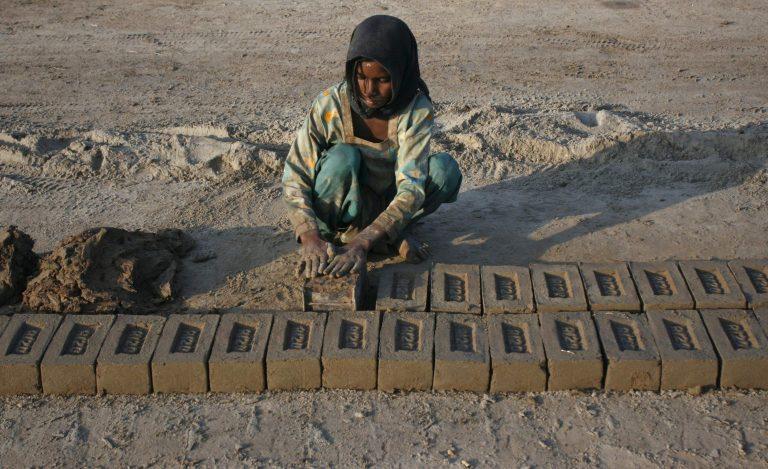 Φρίκη για μία 12χρονη στο Πακιστάν – Την βιάζαν για να ασπαστεί το Ισλαμ | Newsit.gr