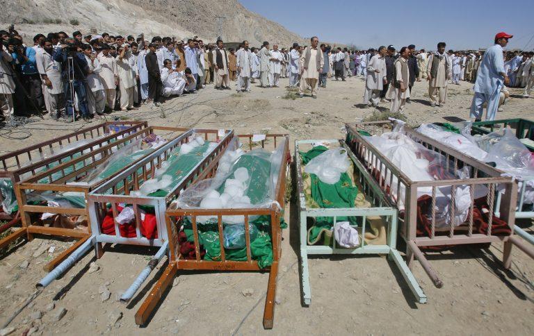 Λουτρό αίματος στο Πακιστάν – Εκτέλεσαν εν ψυχρώ 13 ανθρώπους | Newsit.gr