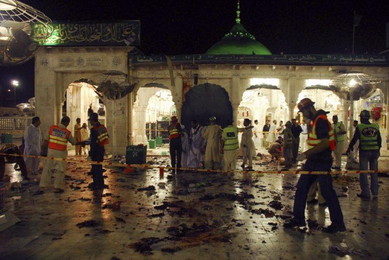 Ανεβαίνει ο αριθμός των νεκρών στο Πακιστάν | Newsit.gr