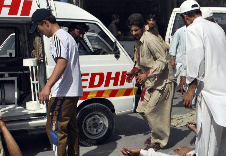 Δεκάδες νεκροί και τραυματίες από επίθεση καμικάζι στο Πακιστάν | Newsit.gr