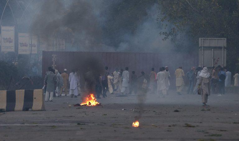 Ένας νεκρός στο Πακιστάν – Μουσουλμάνοι καίνε κινηματογράφους – Διαδηλώσεις σε πολλές αραβικές χώρες | Newsit.gr