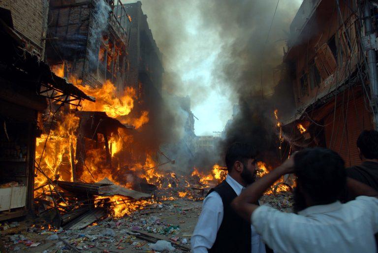 Επίθεση αυτοκτονίας με μηχανή κόστισε τη ζωή 5 ατόμων στο Πακιστάν | Newsit.gr