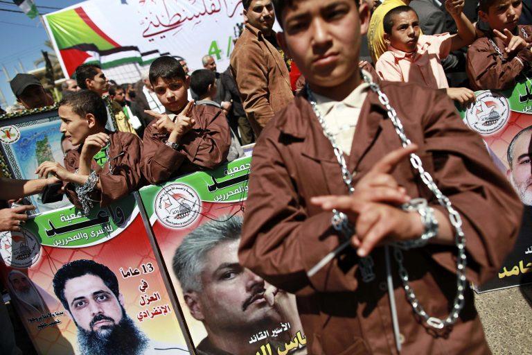 Χιλιάδες άνθρωποι διαδηλώνουν στη Γάζα για την Ημέρα των Παλαιστίνιων Κρατουμένων | Newsit.gr