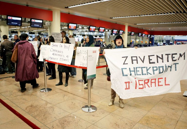 Το Ισραήλ μπλοκάρει ακτιβιστές υπερ της Παλαιστίνης   Newsit.gr