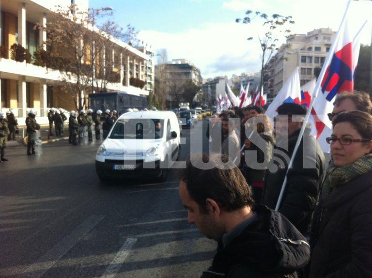 """Έληξε το «μπλόκο"""" του ΠΑΜΕ στην Τρόικα στο Χίλτον   Newsit.gr"""