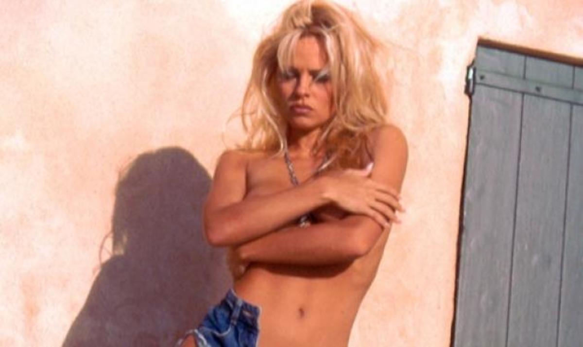 Η topless εμφάνιση της Pamela Anderson! | Newsit.gr