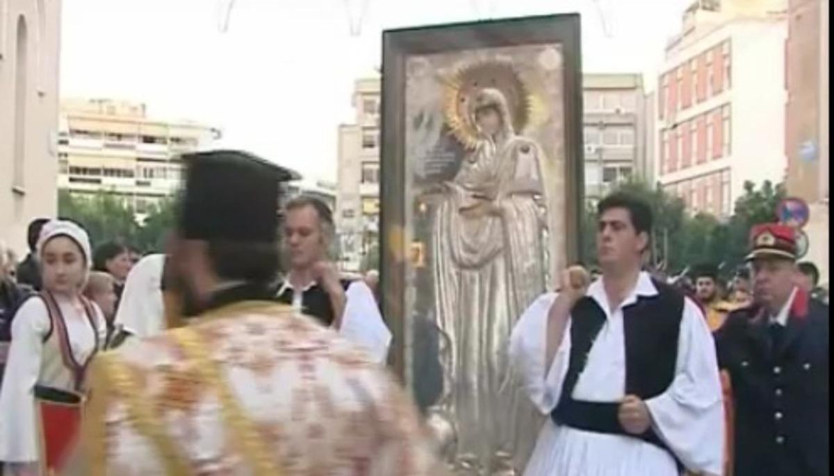 Λαμία: Πιστοί και κλήρος «υποδέχτηκαν» την Παναγία τη Γερόντισσα – Video   Newsit.gr