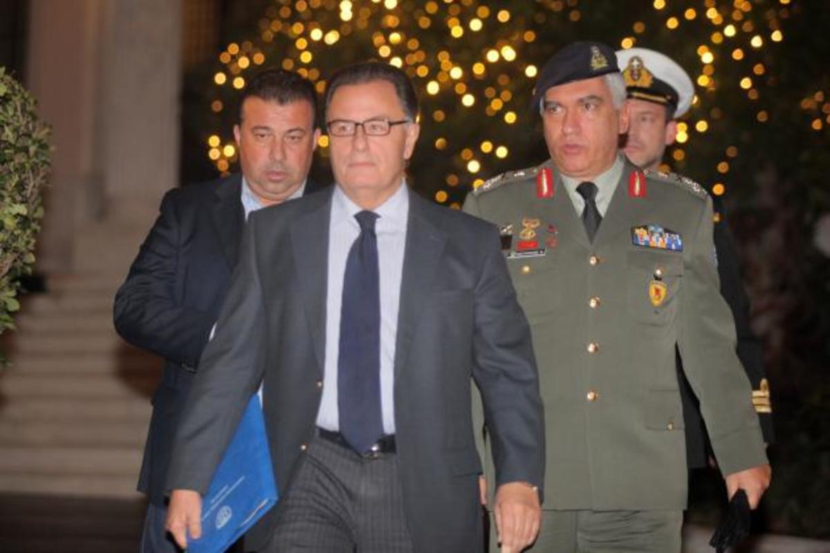 Τι είπαν Σαμαράς-Παναγιωτόπουλος-Κωσταράκος και οι επιστολές του ΥΕΘΑ στο Στουρνάρα | Newsit.gr