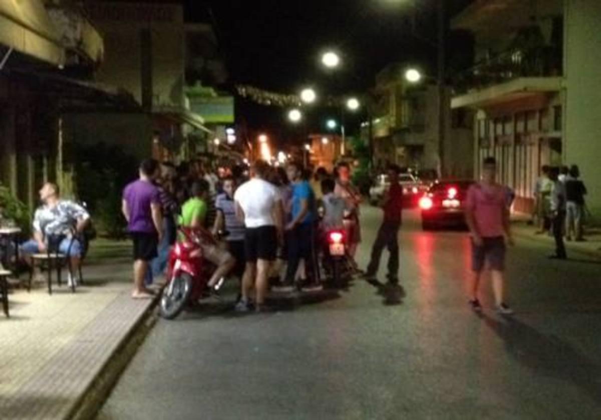 Αγρίνιο:Εκρήξεις και άγριο ξύλο με καδρόνια μεταξύ κατοίκων και τσιγγάνων! | Newsit.gr