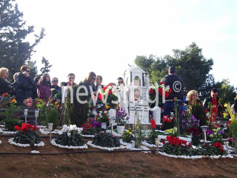 Πάντελης Παντελίδης: Πλήθος κόσμου στο τρισάγιο – Τραγικές φιγούρες η μάνα και ο αδερφός του [pics – vids] | Newsit.gr