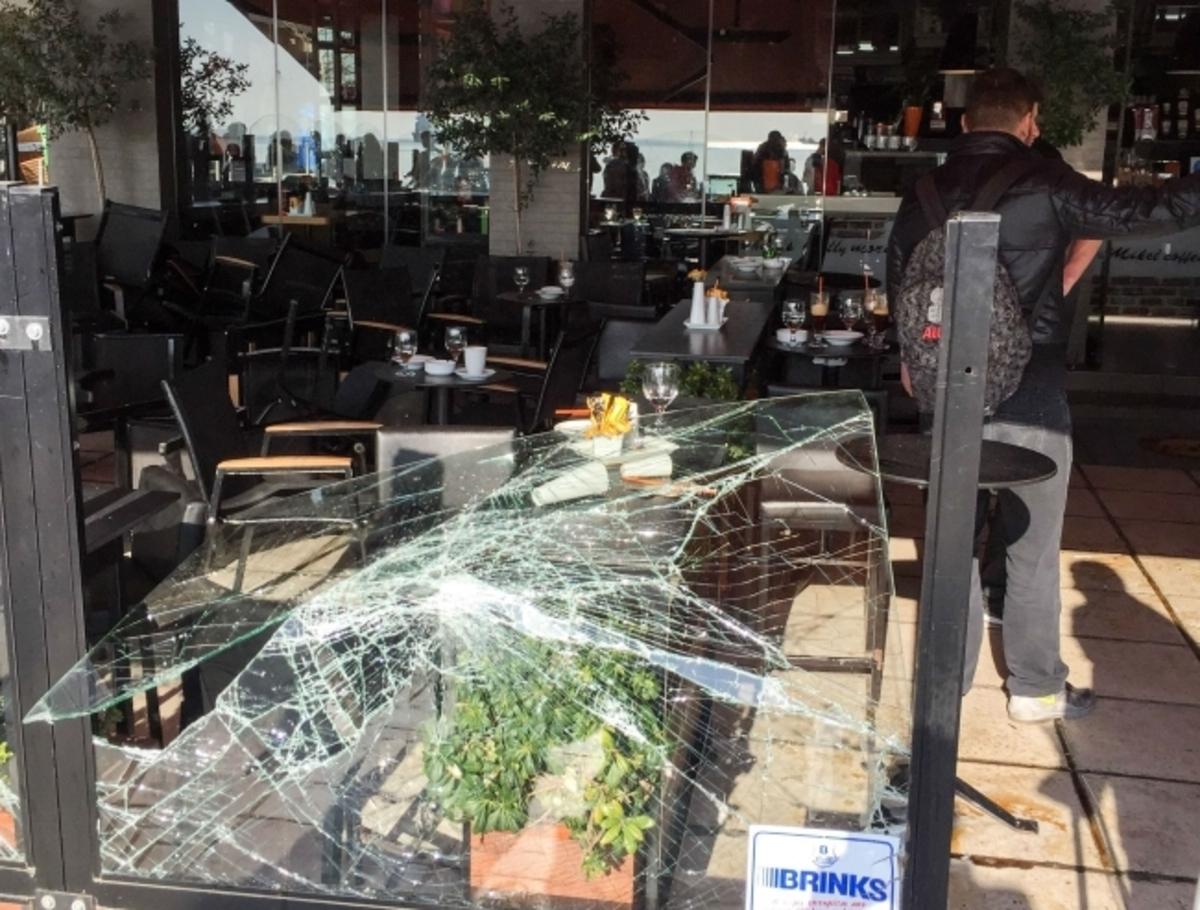 ΠΑΟΚ – Σάλκε: Βίντεο ντοκουμέντο από τα επεισόδια! Γυαλιά – καρφιά καφετέρια στη Θεσσαλονίκη!   Newsit.gr