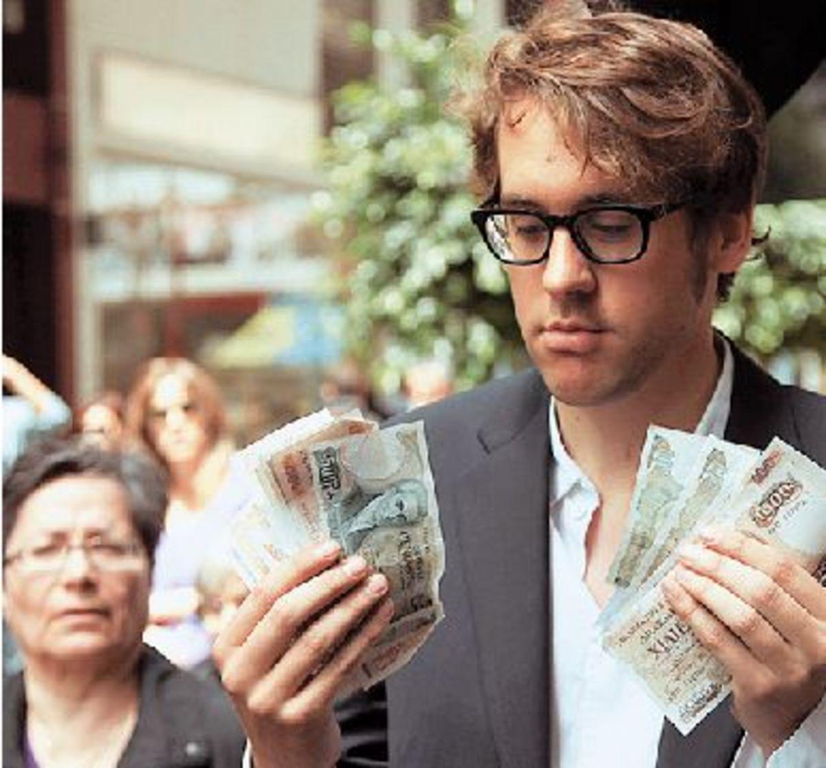 Ο άνθρωπος που μας πρότεινε να πουλήσουμε την Ακρόπολη για να ξεχρεώσουμε   Newsit.gr