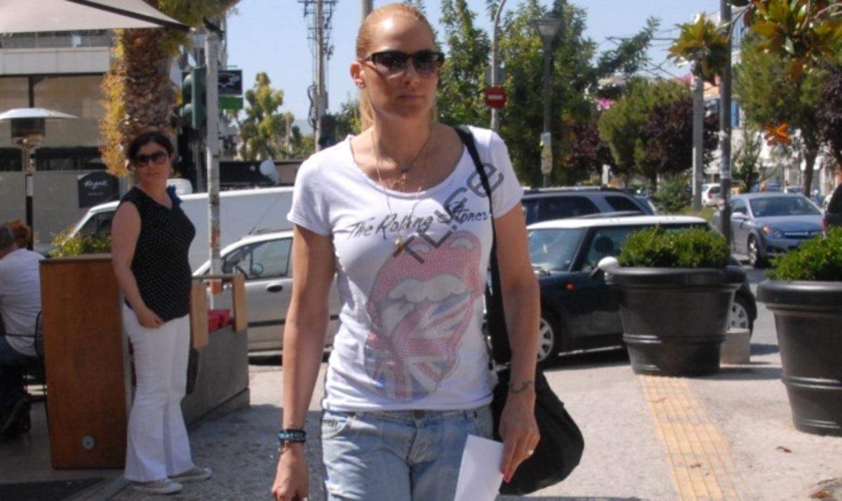 O. Παπαδάκου: Οι βόλτες στη Γλυφάδα και οι μάσκες ομορφιάς!   Newsit.gr